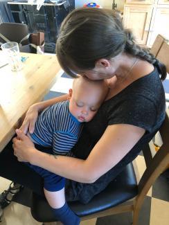 Mor med baby på skødet