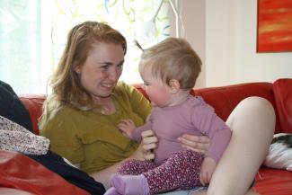 Mor og baby leger